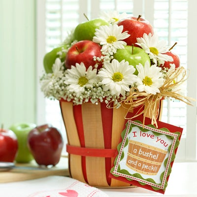 Apple & Daisy Basket Bouquet