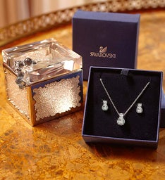 SWAROVSKI® and Red Roses Luxury Gift Set