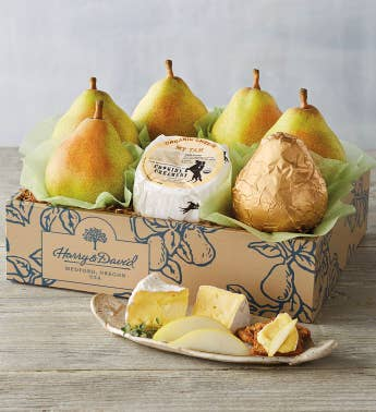 Organic Royal Riviera174 Pears and Cheese Gift Box